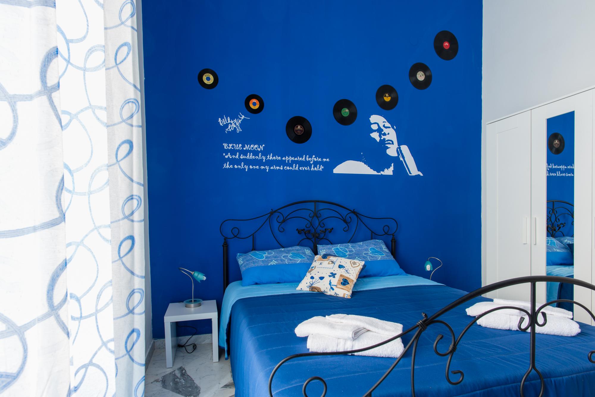 Camere Da Letto Blue Moon : Blue moon u bed breakfast napoli colori e note